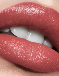girl-lip-stylo-lipstick-model-activist